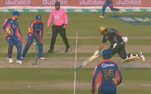 Azam Khan runs to the crease while holding his bat upside-down in PSL 2020