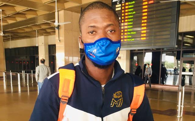 Fans surprised as Sherfane Rutherford arrives to play for Karachi Kings in Mumbai Indians kit